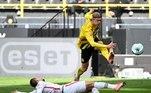Na Alemanha, o Borussia Dortmund também foi abaixo e acabou perdendo de 2 a 1 para o Frankfurt. André Silva e Schulz marcaram para os visitantes e Hummels diminuiu para os aurinegros