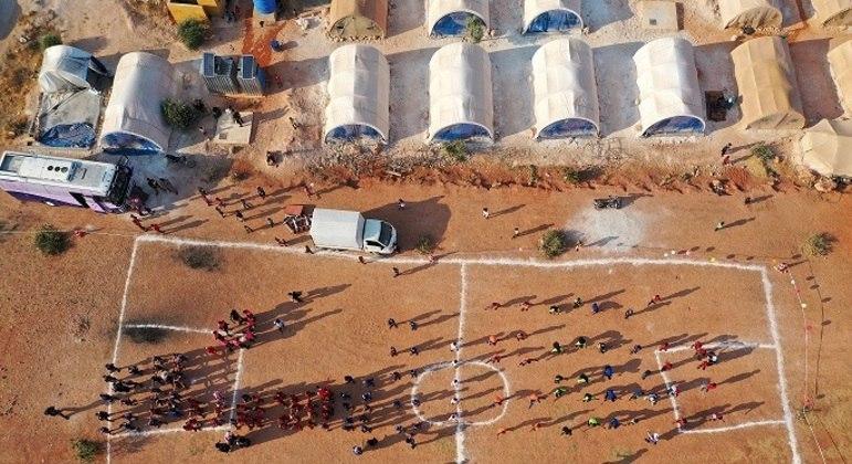 Jogos de crianças nos campos de refugiados da Síria
