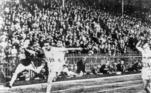 Os próximos Jogos também marcarão o centenário da Olimpíada parisiense de 1924 (foto). A cerimônia de abertura daqueles Jogos foi realizada em 5 de julho, mas algumas competições começaram em 4 de maio. Já a cerimônia de encerramento ocorreu em 27 de julho