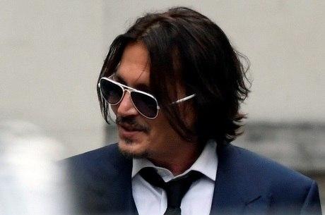 Johnny Depp comparece a tribunal para julgamento