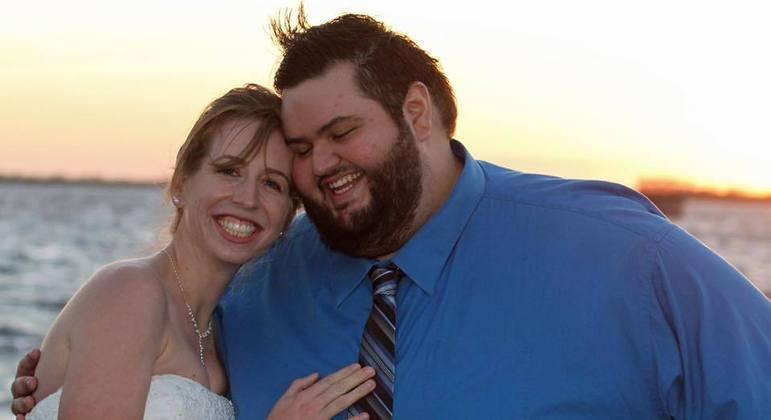 John e sua esposa, Caila, que o incentivou em todo o processo de emagrecimento