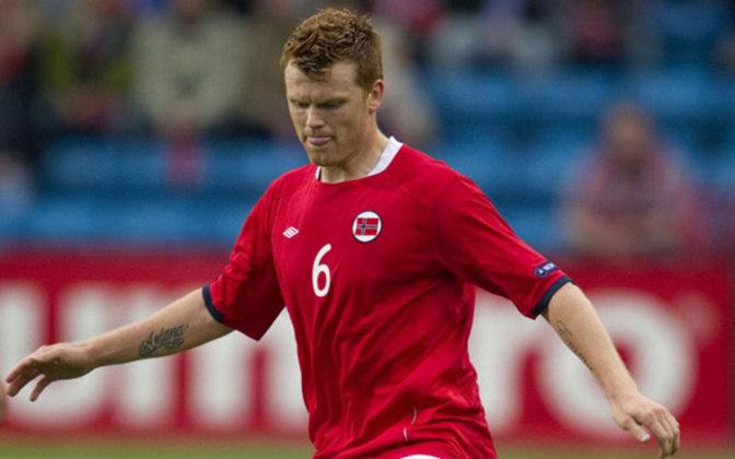 JOHN ARNE RIISE - O lateral-esquerdo jogou 796 jogos nos anos 2000. Só pela seleção da Noruega foram 11 partidas. Defendeu o Liverpool em 329 ocasiões entre 2001 e 2008. Também fez 133 duelos com a camisa da Roma.
