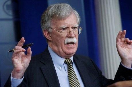 Bolton diz que postura de Trump confundiu Pequim