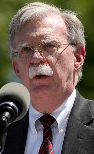 Bolton descreve troca de favores