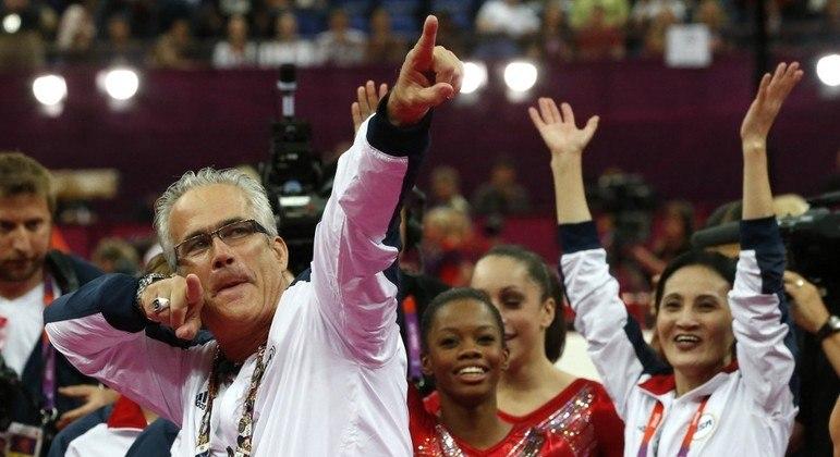 John Geddert trabalhou com grandes nomes da ginástica artística dos EUA