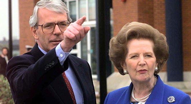 John Major sucedeu Thatcher como líder dos Conservadores e primeiro-ministro