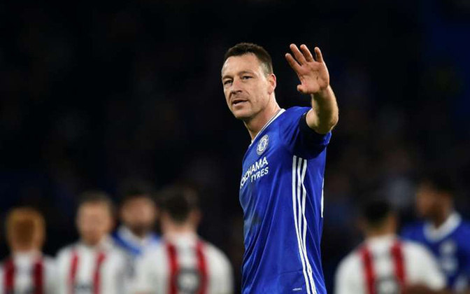 JOHN TERRY - O zagueiro John Terry se aposentou em 2018. Fez 802 jogos em sua carreira, sendo 717 com a camisa do Chelsea.