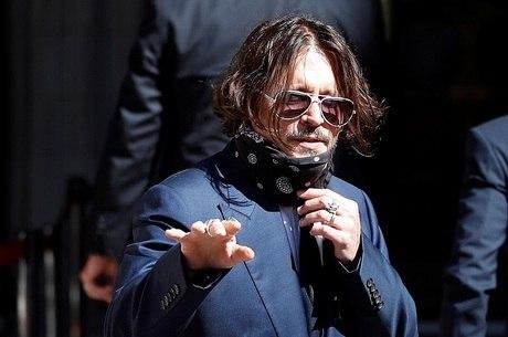 Ator Johnny Depp chega a tribunal de Londres