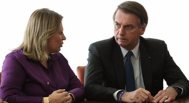 Em foto tirada em março, Bolsonaro aparece ao lado de Joice Hasselmann (PSL-SP)