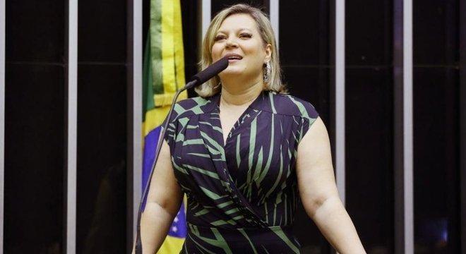 Deputados que apoiaram Luciano Bivar em atrito com Bolsonaro não foram chamados para a reunião desta terça, como Joice Hasselmann (SP)