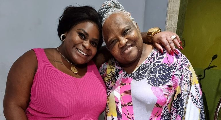 Jojo Todynho ao lado da avó Rita Menezes