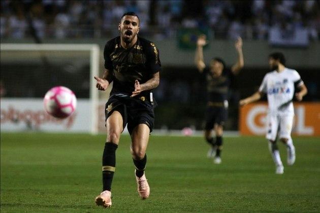 Jonatas - o atacante, que atuou em apenas nove partidas pelo clube em 2018, entrou com processo cobrando cerca de R$ 2 milhões em relação a direitos de imagem devidos, após o Corinthians não cumprir dois acordos estabelecidos entre as partes. A ação ainda não foi julgada.