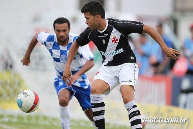 Jonathan - Fez a reta final da base no Vasco e foi promovido no próprio Cruz-Maltino. Teve 24 chances em 2010, na década passada, e fez um gol. Mas também teve sete chances em 2011 e 2012, e passou em branco.