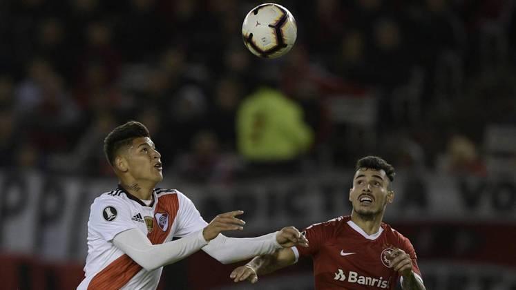 Jorge Carrascal - O meia colombiano de 22 anos é jogador do River Plate (ARG). Seu contrato com a equipe atual se encerra em dezembro de 2024. Seu valor de mercado é estimado em 8 milhões de euros, segundo o site Transfermarkt