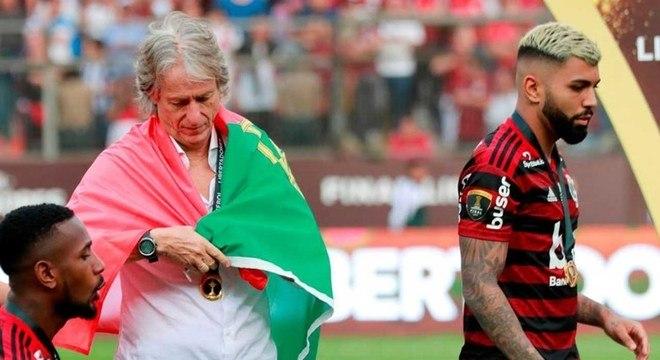 O português Jesus dividido. Tem o Flamengo e o Benfica nas mãos