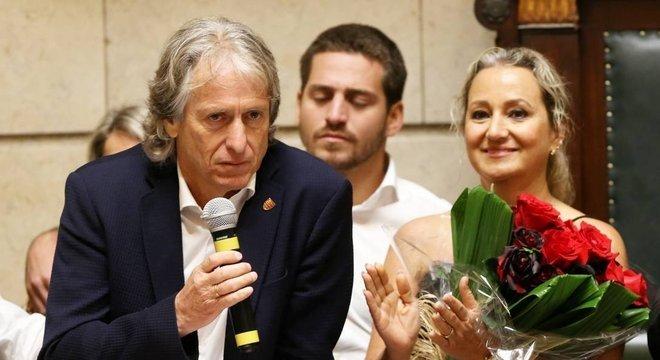 A esposa Ivone, em Portugal, terá  peso importante na decisão de Jorge Jesus