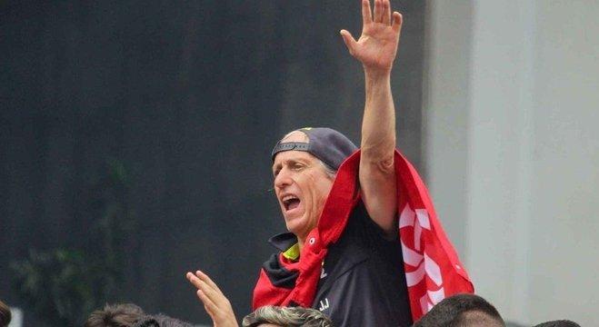 A interação com a torcida do Flamengo foi absoluta. Daí o clima de luto