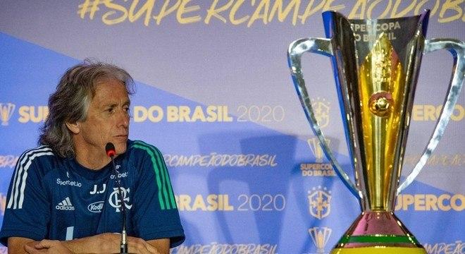 Jorge Jesus. Colecionador de troféus. O que fez no Brasil foi impressionante