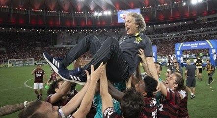 Jorge Jesus teve mais títulos  que derrotas durante passagem no Flamengo