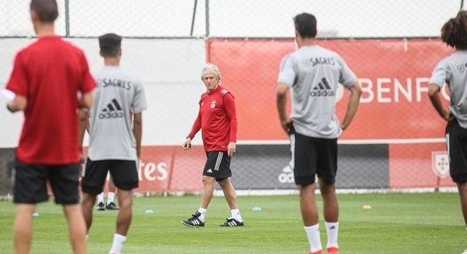 Jorge Jesus já treina no Benfica. Será difícil para Pedrinho ganhar lugar no time