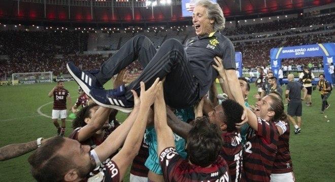 A direção do Flamengo jamais acreditou que Jorge Jesus iria embora. Foi amadora