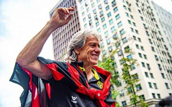 Jorge Jesus chegou ao Flamengo em junho de 2019 durante a pausa para a Copa América e assim teve tempo para implementar suas ideias no time carioca. Com 58 jogos, 44 vitórias e apenas quatro derrotas, o técnico conquistou a Libertadores e o Brasileirão em 2019 e em 2020 a Supercopa do Brasil, a Recopa Sul-americana e o Campeonato Carioca, somando em sua passagem de pouco mais de um ano, mais títulos do que derrotas.