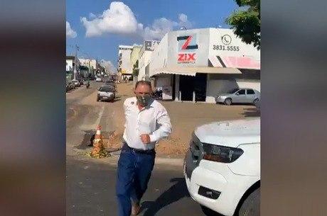 Secretário interrompeu live da vítima antes do crime