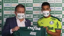 Após saída de Viña, Palmeiras apresenta o lateral Jorge