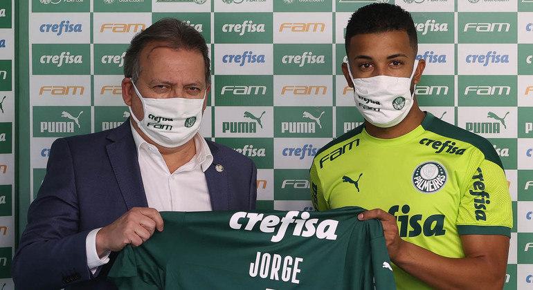 Jorge, contratado para repor a saída de Viña, é apresentado pelo Palmeiras