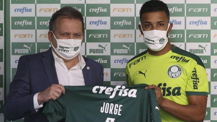 Jorge: recuperando-se de uma lesão no joelho, o lateral entrou nos minutos finais da derrota do Palmeiras diante do Corinthians no Brasileirão.