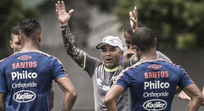 Argentino Jorge Sampaoli tem a missão de reconduzir o Santos aos títulos