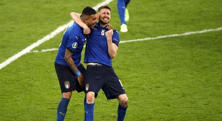 Jorginho comemora título da Itália