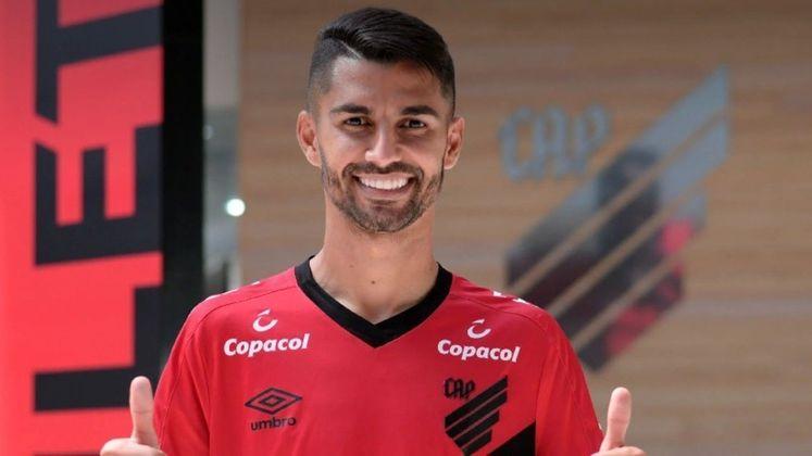Jorginho fez uma boa temporada com o Atlético-GO em 2020. Foi disputado por alguns clubes e acabou vestindo a camisa do Athletico-PR. No entanto, ele não vem sendo aproveitado no Furacão e pode ser negociado