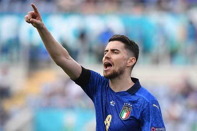 Jorginho: formado desde a base no Hellas Verona, da Itália, ficando no país até ser contratado pelo Chelsea, o meia preferiu defender as cores da Azzurra após se adapta totalmente ao país.