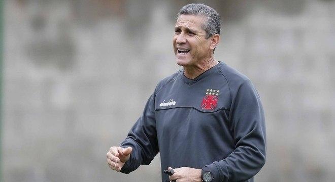 Técnico Jorginho deve mudar zaga para jogo contra LDU 43833147625c5