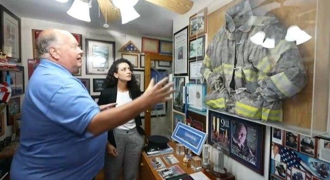 Evelyn Bastos conversa com quem viveu o horror do atentado, como sobreviventes e bombeiros