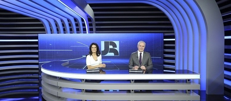 Adriana Araújo e Celso Freitas comandam a bancada do JR