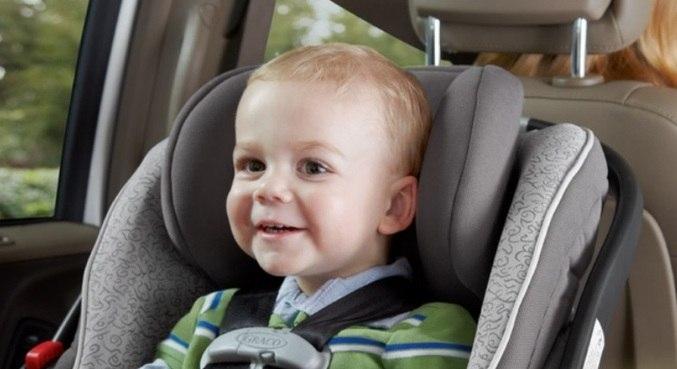 A cadeirinha é obrigatória para crianças de 1 a 4 anos de idade, entre 9 e 18 kg