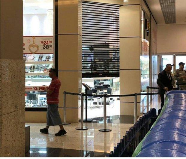 8cdec9c6703 Bandidos assaltam joalheria de shopping em Aparecida de Goiânia - Notícias  - R7 Jornal Opção
