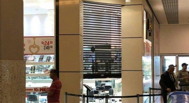 ab6f8c8ba1e Bandidos assaltam joalheria de shopping em Aparecida de Goiânia ...