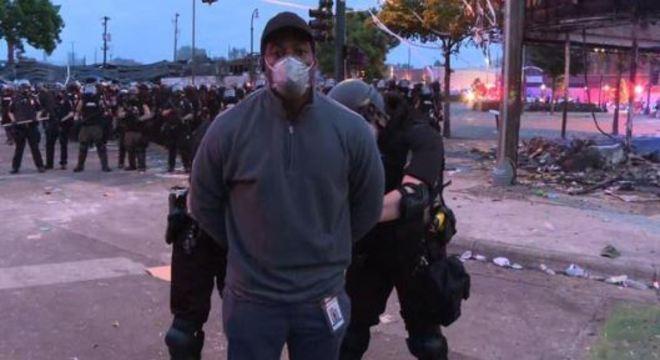 Oscar Jimenez foi algemado enquanto transmitia os protestos ao vivo