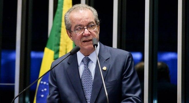 Ex-senador José Anibal confirma pré-candidatura nas prévias do PSDB ao governo