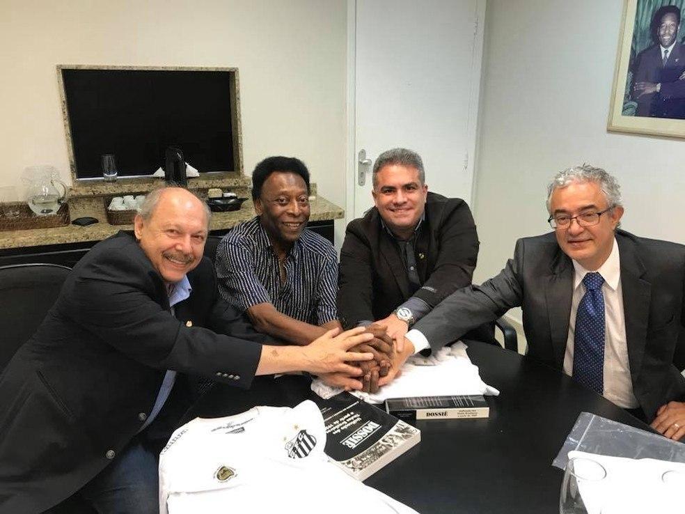 José Carlos Peres (à esquerda) foi banido da presidência do Santos. Por várias acusações