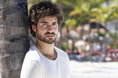 "José Condessa, ator português, abandonou ""Salve-se Quem Puder"""