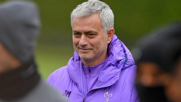 José Mourinho – português – 58 anos - sem clube desde que deixou o Tottenham, em abril de 2021 – principais feitos como treinador: conquistou duas Ligas dos Campeões (Porto e Inter de Milão) e três Campeonatos Ingleses (Chelsea)