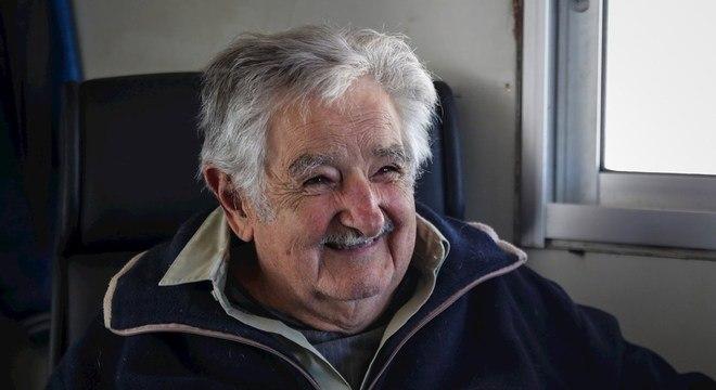 Mujica fala sobre despedida da vida política e renúncia ao Senado