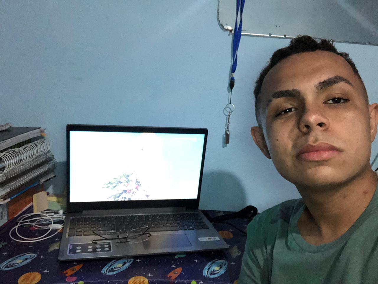 José Romualdo está em dúvida entre Medicina e Biomedicina