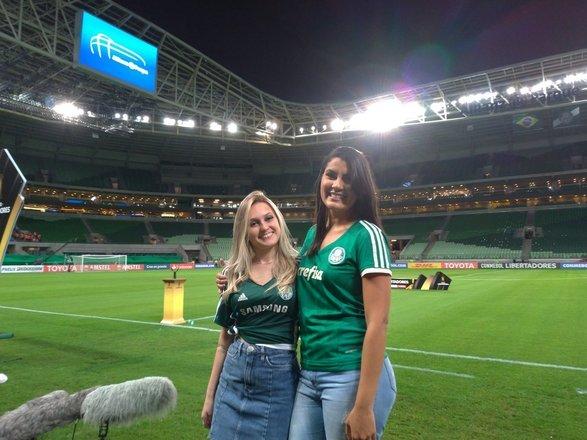 """As duas torcedoras do Palmeiras que foram hostilizadas no metrô de São Paulo, na semana passada, compareceram nesta quarta-feira (3) ao Allianz Parque. Nathalia e Josi foram ao estádio acompanhar a vitória contra o Colo-Colo-CHI, no jogo de volta das quartas de final da Copa Libertadores.""""Nathalia e Josi vieram conhecer os bastidores do jogo de hoje"""", escreveu o Palmeiras nas redes sociais"""