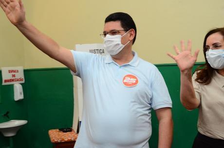 Josiel Alcolumbre vota em Macapá