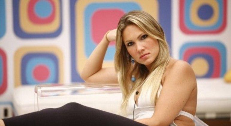 Ex-BBB Josiane Oliveira morre aos 43 anos em São Paulo